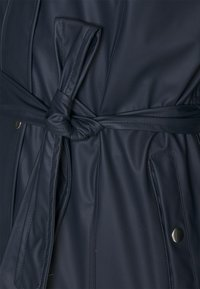 KnowledgeCotton Apparel - JASMINE LONG RAIN JACKET - Waterproof jacket - total eclipse - 4