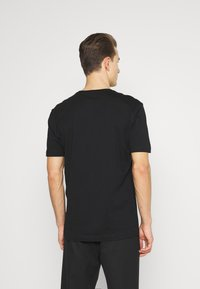 Selected Homme - SLHRELAXFREDDIE POCKET ONECK - Printtipaita - black - 2