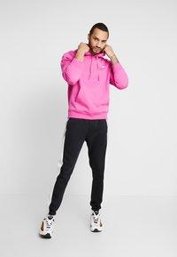 Nike Sportswear - CLUB HOODIE - Luvtröja - active fuchsia/cosmic fuchsia/white - 1