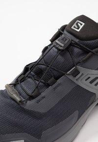 Salomon - X RAISE GTX - Hiking shoes - ebony/black/quiet shade - 5