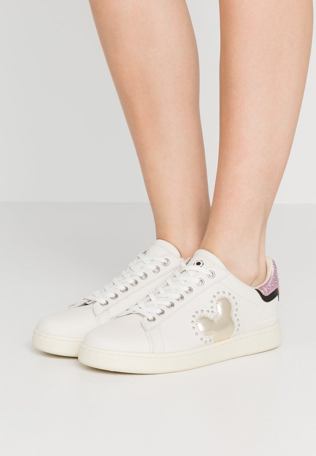 GALLERY WHITE SILVER STUDS - Sneaker low - white
