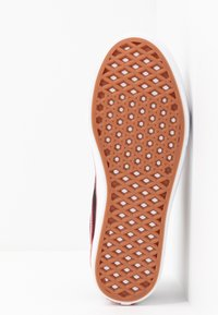 Vans - COMFYCUSH OLD SKOOL - Zapatillas - black/red - 5