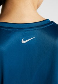 Nike Performance - MILER - Print T-shirt - valerian blue/reflective silver - 7