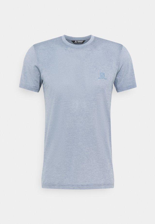 EXPLORE TEE - Jednoduché triko - ashley blue/heather