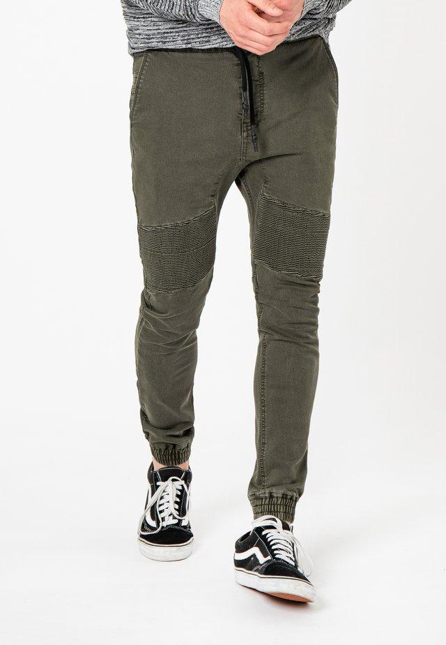 MIT BIKERNÄHTEN - Jeans Tapered Fit - dark green