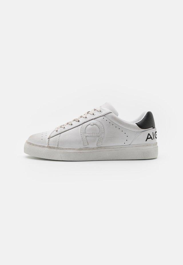 DAVID  - Sneakers laag - white/black