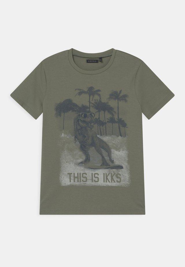 T-shirt con stampa - kaki clair