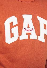 GAP - ORIGINAL ARCH CREW - Collegepaita - copper - 5