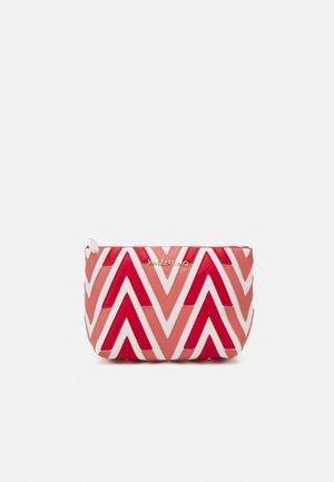 ANTEA - Wash bag - rosso/multicolor