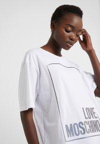 Love Moschino - Printtipaita - optical white - 3