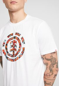 Element - MULTI ICON - Print T-shirt - optic white - 4
