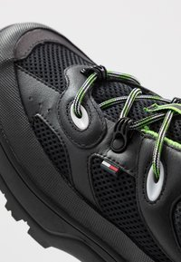 Tommy Jeans - EXPEDITION SHOE - Trainers - black - 5