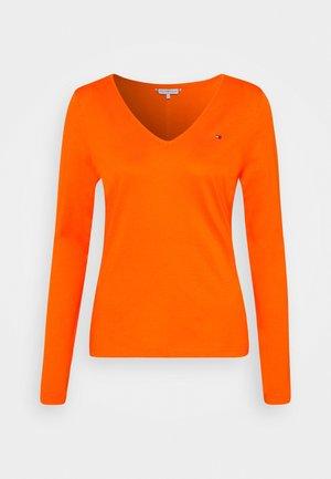 REGULAR CLASSIC V NECK  - T-shirt à manches longues - princeton orange