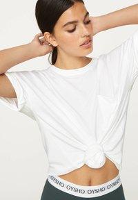 OYSHO - BASIC SHORT-SLEEVED T-SHIRT - T-shirt basique - white - 3