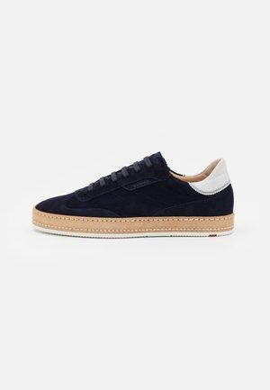 BRADLEY - Sneakers laag - night/offwhite