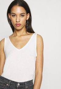 Vero Moda - VMAVA V-NECK - Top - snow white - 3