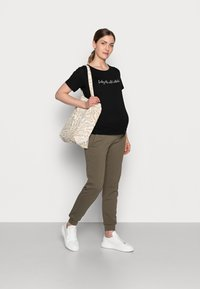 Dorothy Perkins Maternity - BABY ITS COLD OUTSIDE TEE - Print T-shirt - black - 1