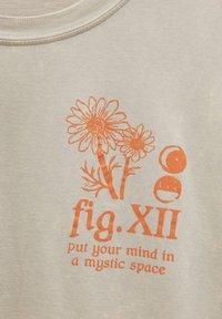 PULL&BEAR - Print T-shirt - mottled beige - 6