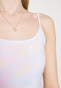 Hollister Co. - BARE GRAPHIC BABY - Top - wash - 5