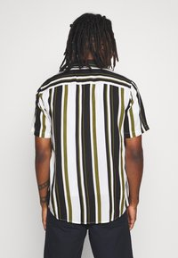Only & Sons - ONSWAYNI STRIPED - Shirt - pesto - 2