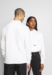 WAWWA - WAWWA UNISEX JONAH RUGBY  - Sweatshirt - white - 2