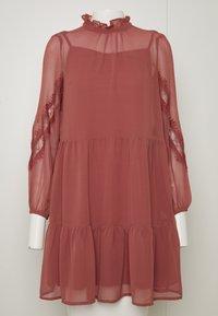 Vero Moda Petite - VMINGEBORG SHORT DRESS - Hverdagskjoler - marsala - 5