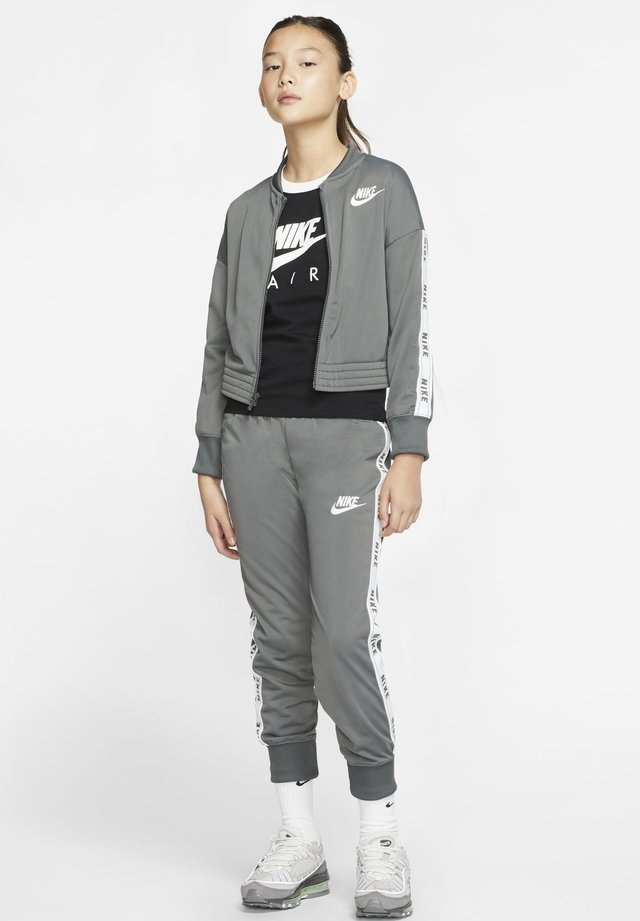 SPORTSWEAR TRAININGSANZUG KINDER - Tracksuit - iron grey/white/iron grey/white