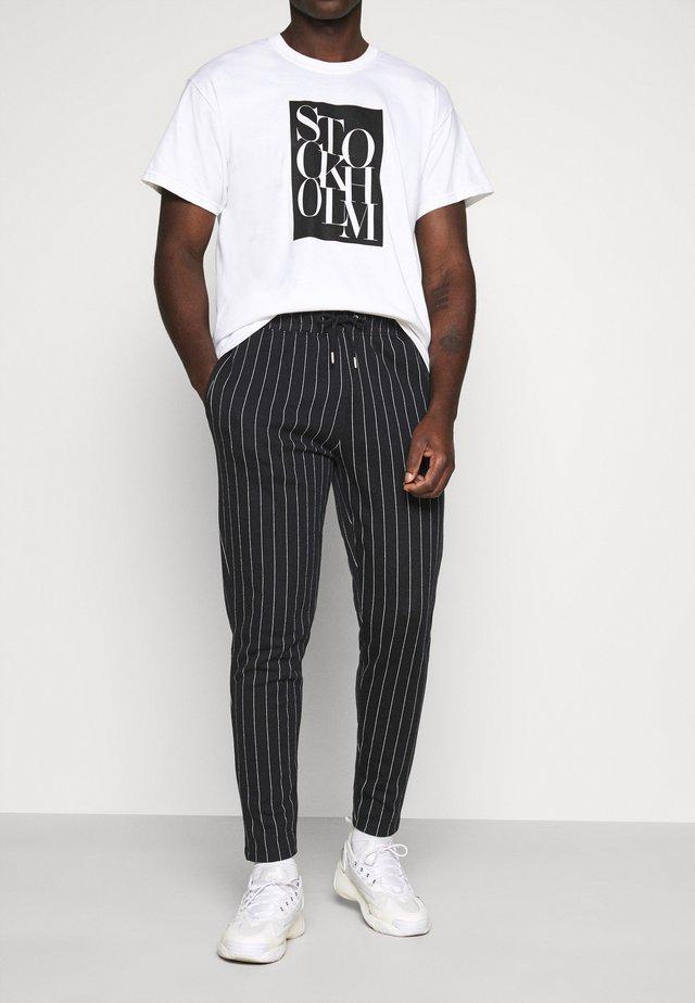 STRIPE JOG - Pantaloni sportivi - black