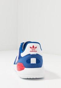 adidas Originals - TRAINER LITE UNISEX - Trainers - royal blue/footwear white/scarlet - 4