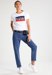 Levi's® - THE PERFECT - Triko s potiskem - white - 1