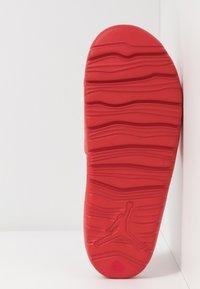 Jordan - JORDAN BREAK SLIDE - Mules - university red/metallic silver - 4