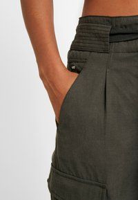 G-Star - CHISEL BF PANT WMN - Spodnie materiałowe - new drapy twill - 4