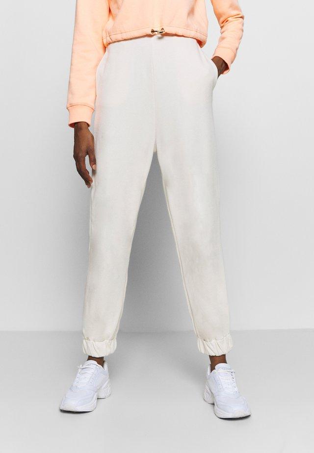 HIGH WAIST OVERSIZED - Teplákové kalhoty - beige