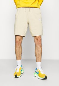 Nike Sportswear - CLUB - Shortsit - grain/white - 0