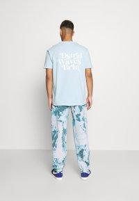 YOURTURN - UNISEX - T-shirt med print - light blue - 0