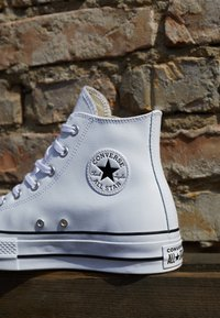 Converse - CHUCK TAYLOR ALL STAR LIFT CLEAN - High-top trainers - white/black - 2