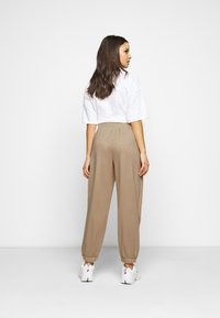 Fashion Union Petite - BERGAMOT PANT - Trainingsbroek - unbleached - 2