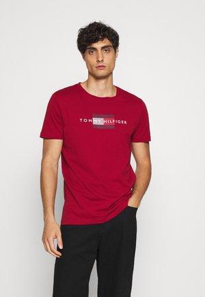 LINES TEE - Printtipaita - regatta red
