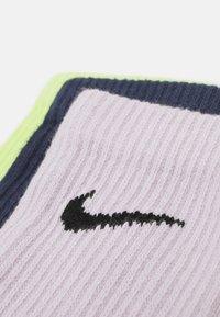 Nike Performance - EVERYDAY PLUS CREW 3 PACK UNISEX - Sportovní ponožky - lemon twist/thunder blue/venice/black - 2