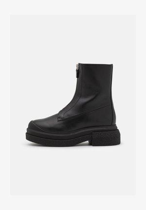 CHARLI ZIP SPORTLIFT BOOTIE - Platform ankle boots - black