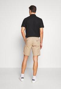 Tommy Hilfiger - BROOKLYN - Shorts - beige - 2