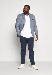TOM TAILOR MEN PLUS - WASHED STRUCTURE CHINO - Pantaloni - navy yarn dye structure - 1