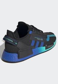 adidas Originals - NMD_R1 V2 SHOES - Sneakers basse - black - 4