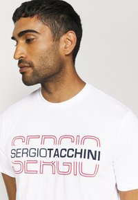 sergio tacchini - BOWL - Print T-shirt - white/red - 3