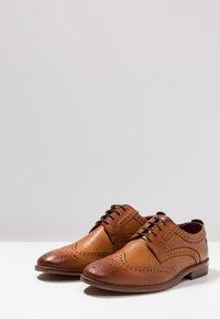 Base London - MOTIF - Elegantní šněrovací boty - washed tan - 2