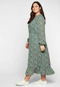 Sheego - Korte jurk - eukalyptus bedruckt - 1