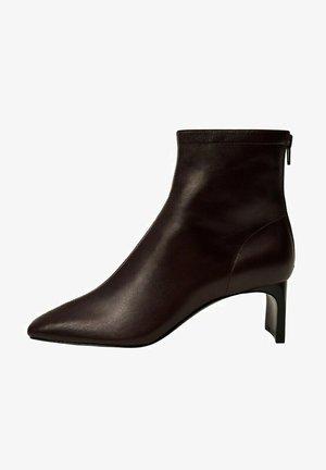 MIT ABSATZ - Ankle boots - bordeaux