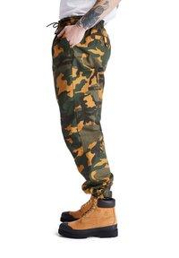 Timberland - YC CAMO UTILITY  - Spodnie treningowe - duffel bag/wheat boot house camo - 3