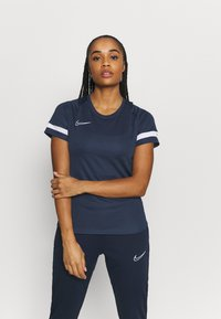 Nike Performance - T-shirt con stampa - obsidian/white - 0