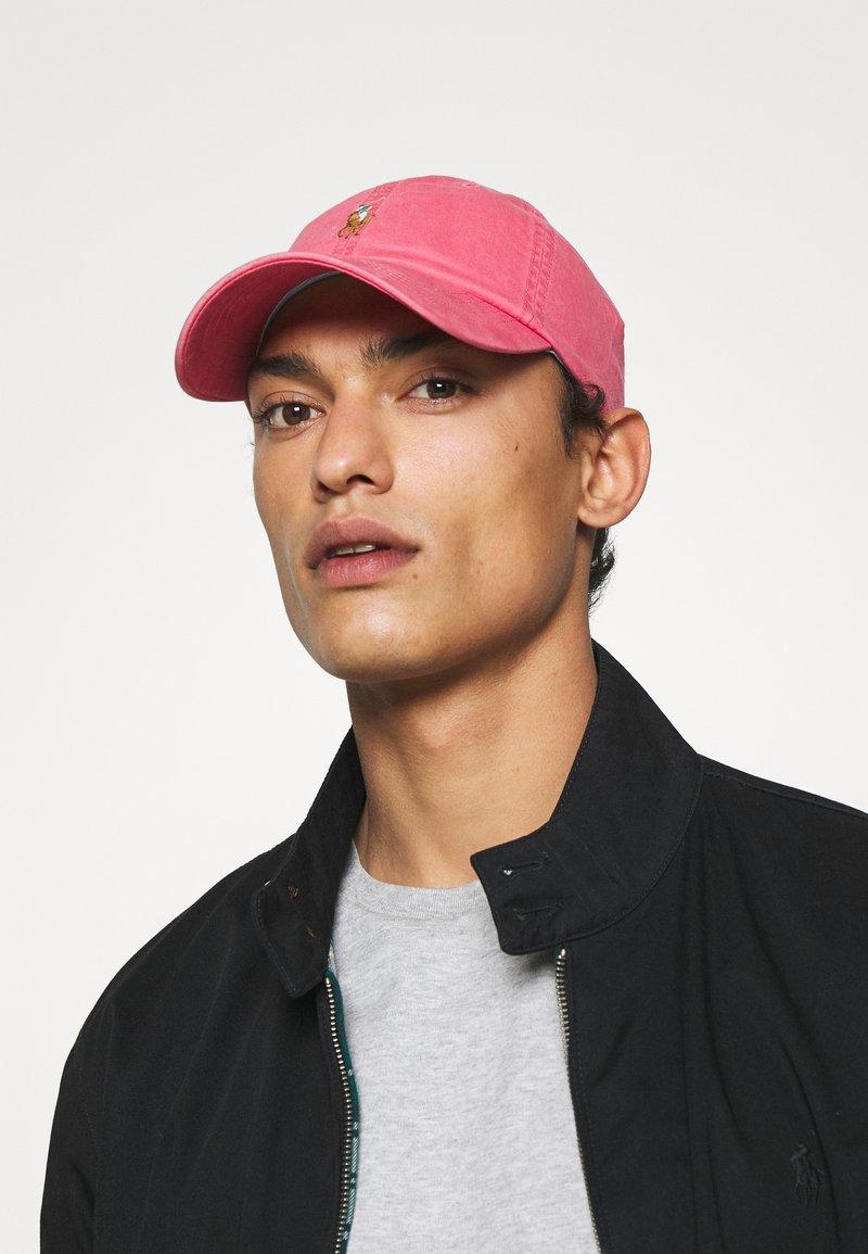 Polo Ralph Lauren - CLASSIC SPORT UNISEX - Keps - nantucket red